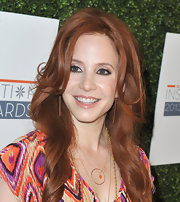 A soft nude lip kept Amy Davidson's beauty look minimal and simple.