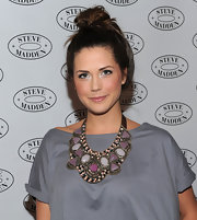 Erin dons a dramatic statement necklace with purple stones for the Steve Madden concert event.
