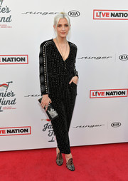 Ashlee Simpson coordinated her outfit with an embellished black clutch.
