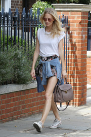 Poppy Delevingne accessorized her low-key outfit with a stylish taupe cross-body tote.