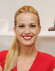 Petra Nemcova looked gorgeous even with this simple ponytail during the holiday gift-giving season kickoff.