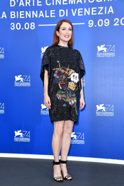 Julianne Moore paired her cute dress with gold and black ankle-cuff sandals.
