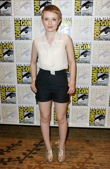 More Pics of Emily Browning Pixie (3 of 7) - Short Hairstyles Lookbook - StyleBistro [sucker punch,clothing,fashion,leg,premiere,shorts,dress,neck,shirt,style,flooring,emily browning,red carpet,san diego,california,comic-con]