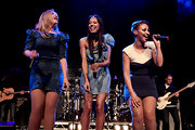 Heidi Range performed with her group at the Roundhouse and looked great in a not-so-ordinary denim dress.