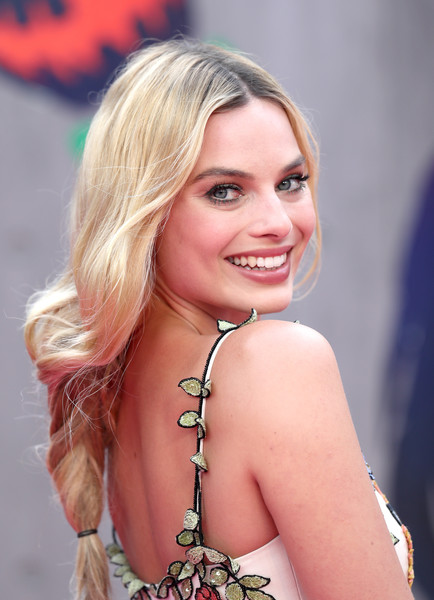 Margot Robbie's Loose Braid