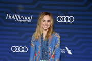 Suki Waterhouse Chain Strap Bag
