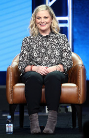 Amy Poehler attended the Summer 2018 TCA Press Tour wearing a monochrome floral blouse and black skinny pants.