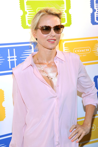More Pics of Naomi Watts Shirtdress (4 of 12) - Naomi Watts Lookbook - StyleBistro