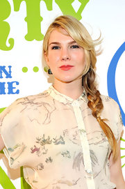 A loose side braid kept Ella Rae's look on the casual side.