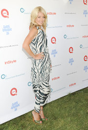 Kelly Ripa went green at the Super Saturday 14 to Benefit OCRF event in a zebra print dress with matching wooden wedges.