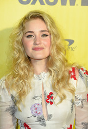 Amanda Michalka attended the 2018 SXSW premiere of 'Support the Girls' wearing her hair in classic curls.