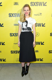 Brooklyn Decker dressed up her tee with a black wraparound midi skirt.