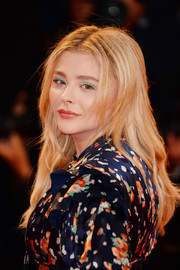 Chloe Grace Moretz teamed green eyeshadow with red lipstick for an eye-catching beauty look.