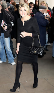 A classic quilted Chanel bag topped off Holly Willoughby's monochromatic look.
