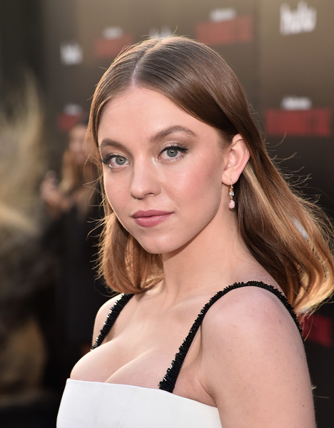 Sydney Sweeney Long Center Part [the handmaids tale,season,red carpet,hair,face,hairstyle,beauty,eyebrow,blond,brown hair,long hair,skin,shoulder,sydney sweeney,hulu,tcl chinese theatre,california,premiere,premiere,season]