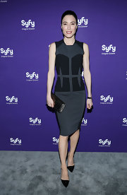 Jaime Murray chose a gray shift dress with black abstract paneling for a cool and contemporary look at the Syfy Upfront Event.