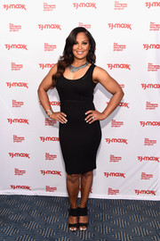 Laila Ali complemented her dress with a pair of black broad-strap sandals.