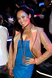 Tia Carrere amped up the chic factor with a gold chain statement necklace at Comic-Con.