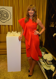 Allison Janney looked super sophisticated in a red one-shoulder dress with ruffle detailing at the Tacori in Wonderland event.