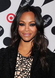 Navy blue eye shadow put a fun and playful twist on Zoe Saldana's smoky eyes.