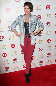 Leah LaBelle looked like she stepped right out of an '80s-rock band when she sported this totally rad acid-wash denim shirt.