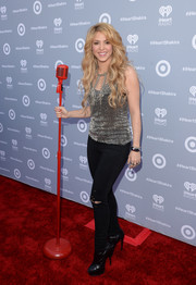 Shakira sealed off her edgy ensemble with a pair of black ankle boots.