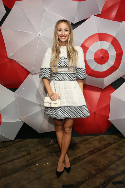 Harley Viera-Newton complemented her dress with a Chanel quilted shoulder bag.
