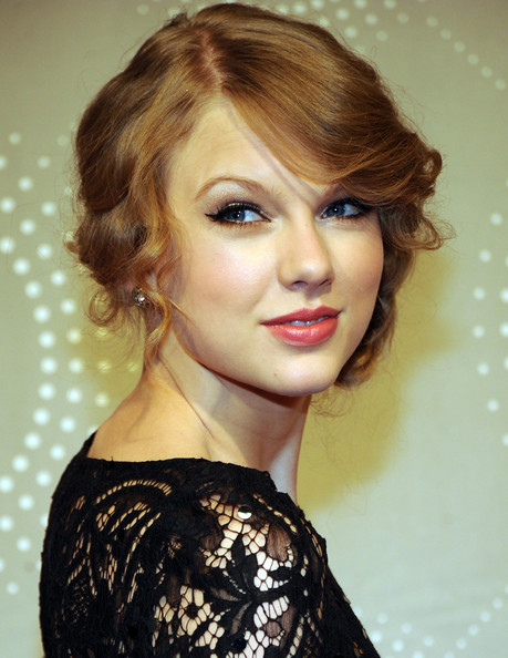 taylor swift ugly teeth. Taylor Swift Neutral Eyeshadow
