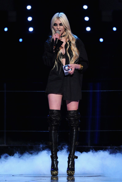 Taylor Momsen Over the Knee Boots [best new act,performance,thigh,fashion model,fashion,beauty,lady,leg,blond,knee,footwear,taylor momsen,award,madrid,spain,la caja magica,mtv europe music awards 2010 - awards]