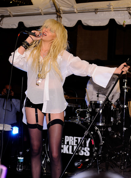 Taylor Momsen Gold Chain [performance,human hair color,singer,thigh,leg,musician,girl,entertainment,performing arts,singing,taylor momsen,new york city,streets of manhattan,teen vogue fashion,night out fashion show]