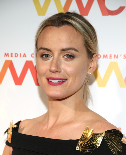Taylor Schilling Gold Dangle Earrings [hair,hairstyle,lip,eyebrow,shoulder,chin,beauty,skin,blond,joint,womens media awards,capitale,new york city,taylor schilling]