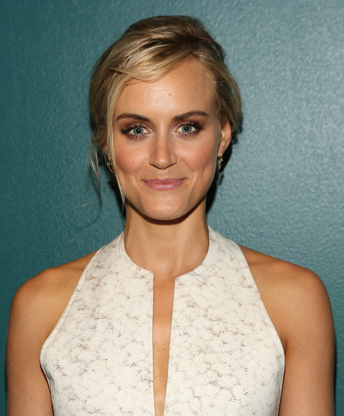 Taylor Schilling Neutral Eyeshadow [orange is the new black,hair,face,hairstyle,blond,eyebrow,chin,beauty,lip,shoulder,forehead,taylor schilling,netflix presents,netflix presents orange is the new black special screening at 41 ocean,santa monica,california,special screening]