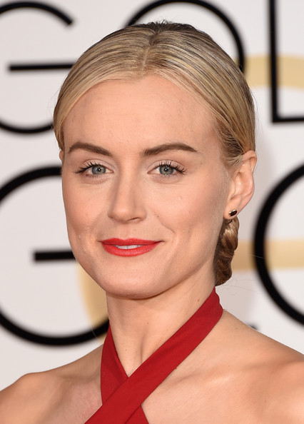 Taylor Schilling Red Lipstick [hair,face,eyebrow,hairstyle,lip,blond,chin,skin,cheek,forehead,arrivals,taylor schilling,beverly hills,california,the beverly hilton hotel,annual golden globe awards]