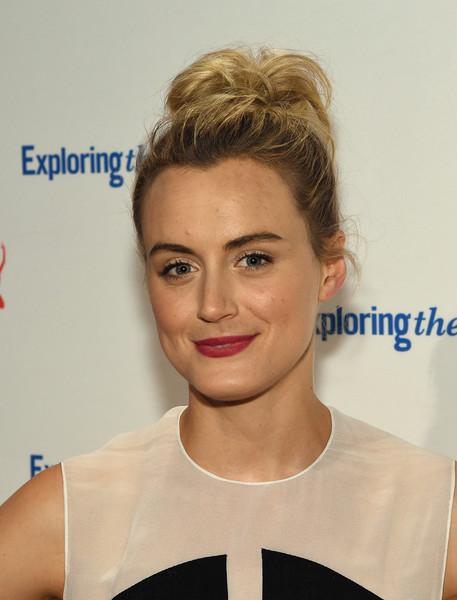 Taylor Schilling Loose Bun [hair,face,hairstyle,eyebrow,blond,lip,chin,head,beauty,forehead,arrivals,atress,taylor schilling,new york city,cipriani 42nd street,exploring the arts gala,9th annual exploring the arts gala]