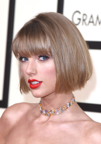 Taylor Swift Gemstone Choker Necklace [hair,face,hairstyle,blond,bob cut,lip,bangs,chin,beauty,head,arrivals,taylor swift,grammy awards,staples center,los angeles,california]