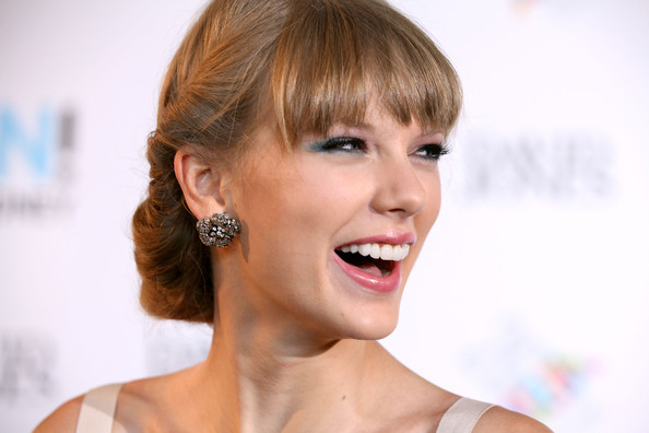 Taylor Swift Diamond Studs [eyebrow,beauty,hairstyle,chin,eyelash,cheek,smile,lip,blond,bangs,arrivals,sydney,australia,sydney entertainment centre,taylor swift,aria awards]