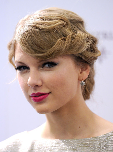 Taylors Swift's Unconventional Romantic Updo Hairstyle