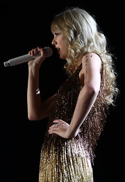 Taylor Swift performed in Perth, Australia wearing her hair in long curls with wispy lash-length bangs.