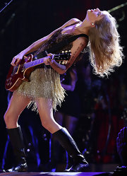 Taylor rocked the stage in flat leather boots.