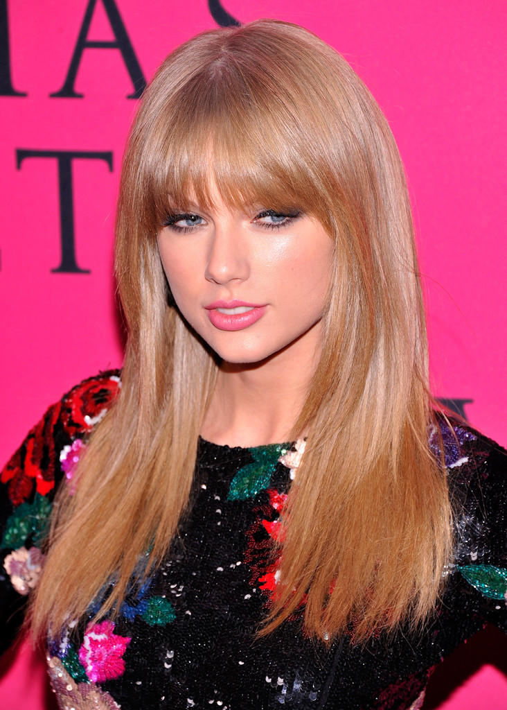 Taylor swift long hairstyles taylor swift hair stylebistro taylor swift sported a glossy straight cut with wispy bangs when she attended the victorias secret urmus Images
