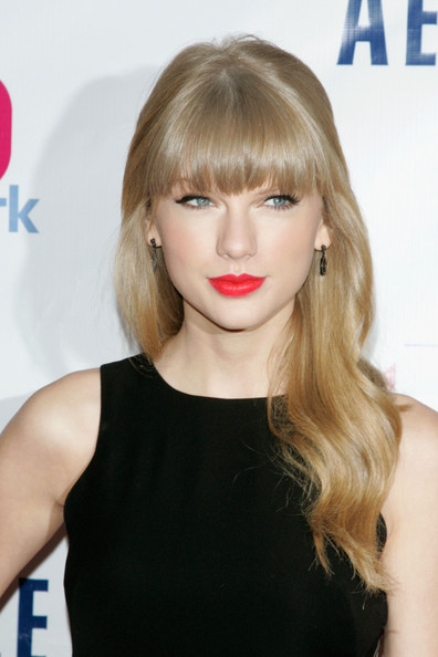 Taylor Swift Long Wavy Cut with Bangs