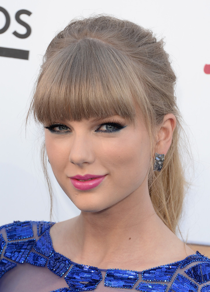Taylor swift long hairstyles taylor swift hair stylebistro taylor swifts long blonde tresses looked totally sleek when pulled up into a high ponytail urmus Images