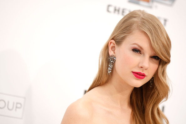 Taylor Swift Red Lipstick [hair,face,skin,blond,lip,hairstyle,beauty,eyebrow,chin,shoulder,arrivals,taylor swift,billboard music awards,2011 billboard music awards,las vegas,nevada,mgm grand garden arena]