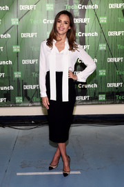 For her footwear, Jessica Alba chose Kurt Geiger Sharkie pumps, in black.