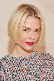 Jaime King framed her face with a classic bob for the Ted Baker SS '19 launch.