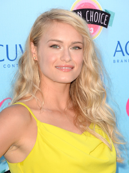 More Pics of Leven Rambin Long Wavy Cut (1 of 12) - Long Wavy Cut Lookbook - StyleBistro