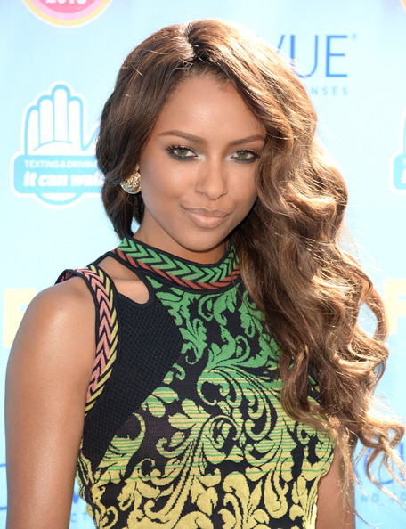 Kat Graham let her bold eyes do all the talking by opting for a super subtle nude lipstick.