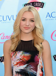 Peyton stuck to long and loose waves for the Teen Choice Awards.