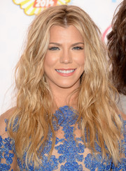 Kimberly Perry looked fabulous with her beach-glam waves at the Teen Choice Awards.