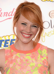 Katie Leclerc sported and easy-breezy loose bun at the Teen Choice Awards.